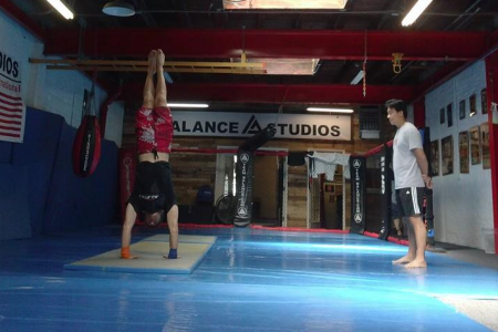 8 week handstand balancing course with Lin Jun Ming